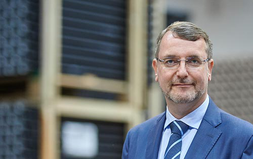 Rainer Prügl is Managing Director of the Geberit production plant in Villadose (IT). In his interview, he explains the dynamic growth of the Villadose plant and how plastic pipes are being produced in a sustainable manner.